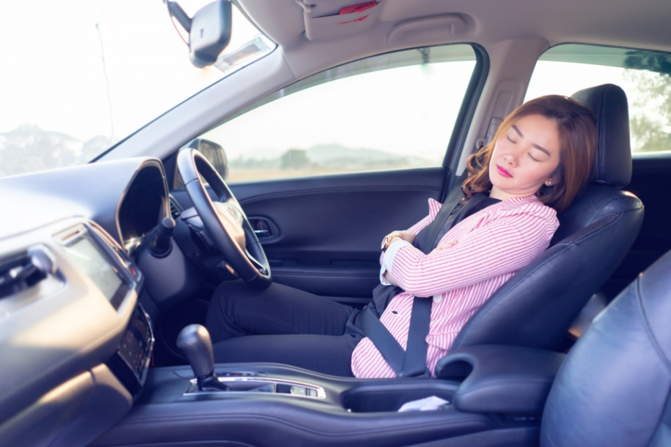 Can drivers spend their regular weekly rest period in the transport vehicule?